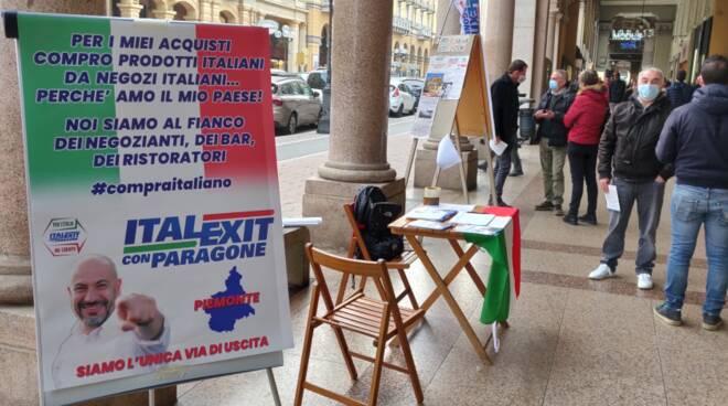 Gazebo informativo a Cuneo
